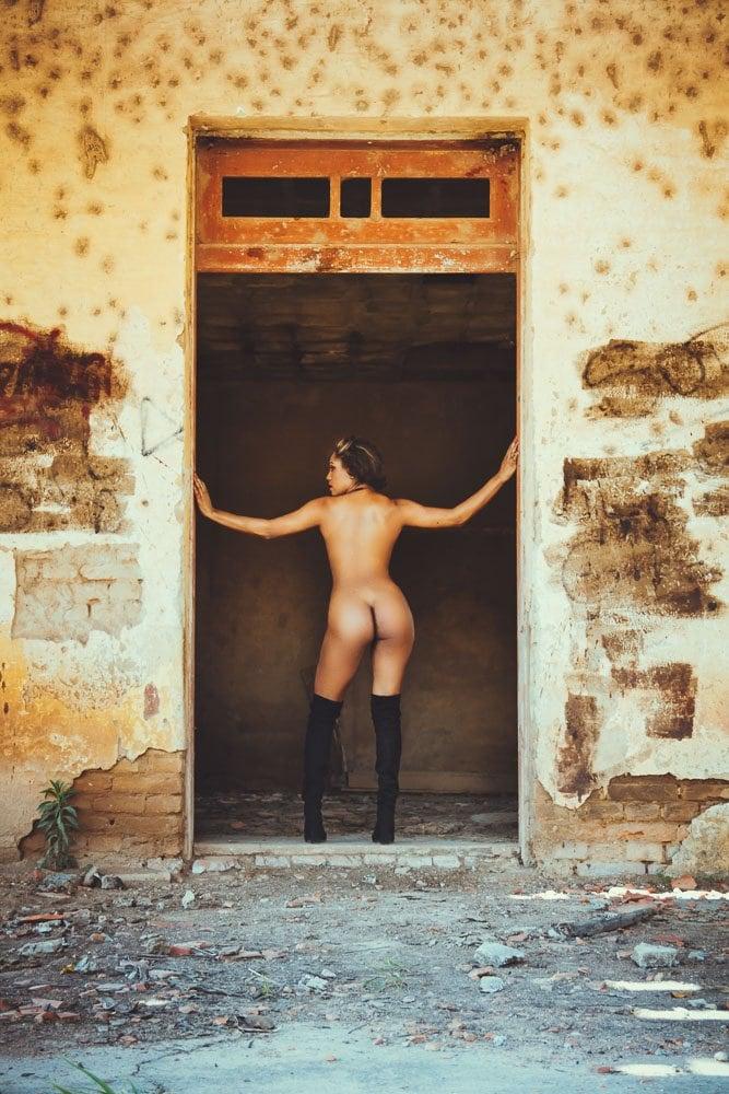 Ensaio sensual feminino em locação externa