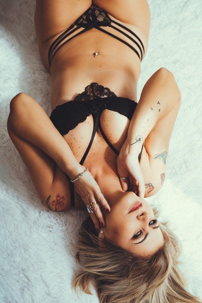 Ensaio sensual feminino em estúdio