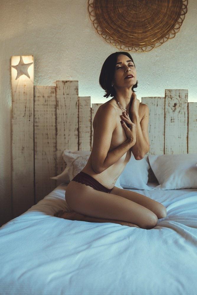 Ensaio sensual feminino em locação fotográfica